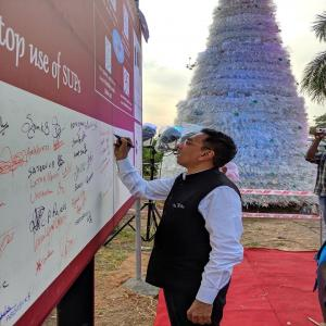 Shri Gopal Krishna IAS, Secretary (Shipping), Govt of India joins the campaign by Cochin Port fraternity to stop use of Single Use Plastics (SUPs) by signing the message board placed near the SUP Christmas Tree at CoPT Walkway,Willingdon Island (24.12.19)