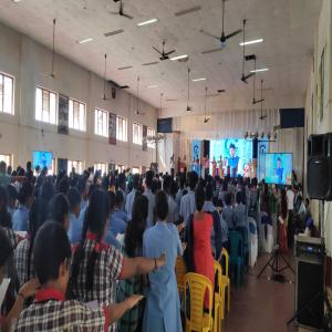 Shri. Mansukh Mandaviya, Hon'ble Union Minister of State for Shipping (IC) administering Swachhta Pledge at Kendriya Vidyalaya Port Trust (20.09.2019)